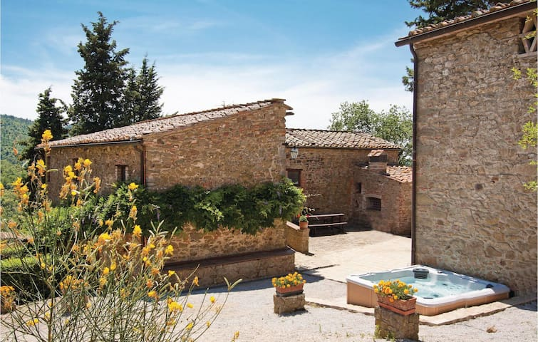 Holiday cottage with 8 bedrooms on 334 m²