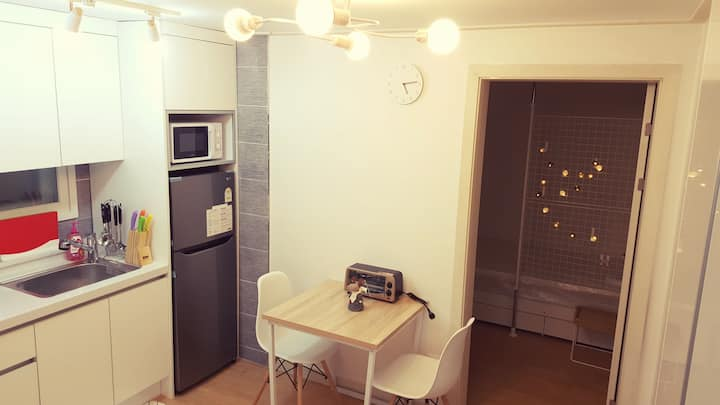 【Open D/C】 2BR! Having fun at Sinchon area!