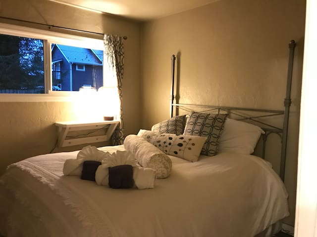 Gold Nugget - PRIVATE 2 BED APT. 15% OFF ON TOURS