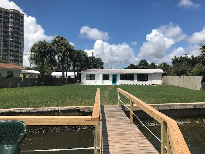 River Waterfront 3BR 2BAHome w/Dock Views Dolphins