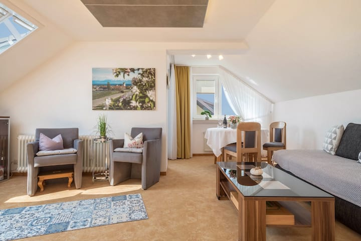"Beautiful Apartment ""Ferienwohnung Lilo"" very close to Lake Constance with Lake View, Mountain View, Wi-Fi, Balcony & Garden; Parking Available"