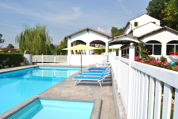 Casale con grande piscina vicino a Venezia