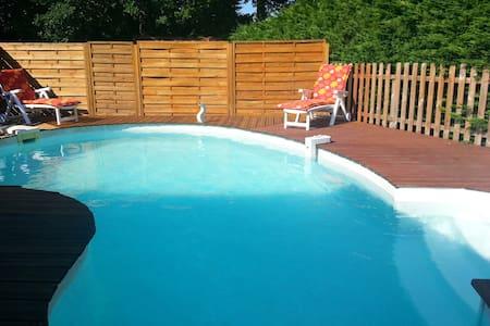Maison individuelle avec piscine. - Hostens