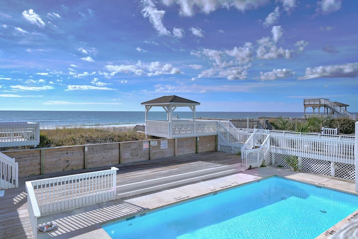 Charming Oceanfront Bungalow! (Crimson Rose)