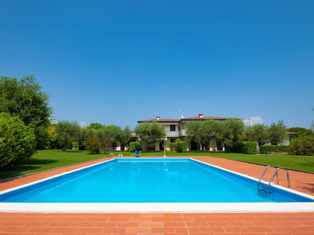 Holiday Home with Wi-Fi, Garden and Pool; Pets allowed