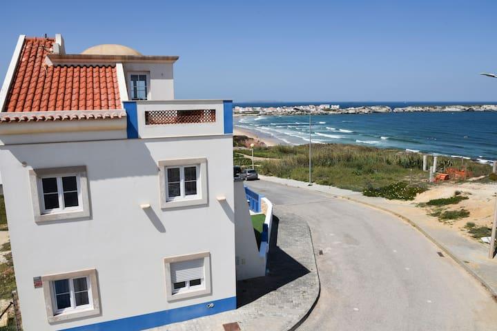 Beautiful villa on Baleal Beach CL