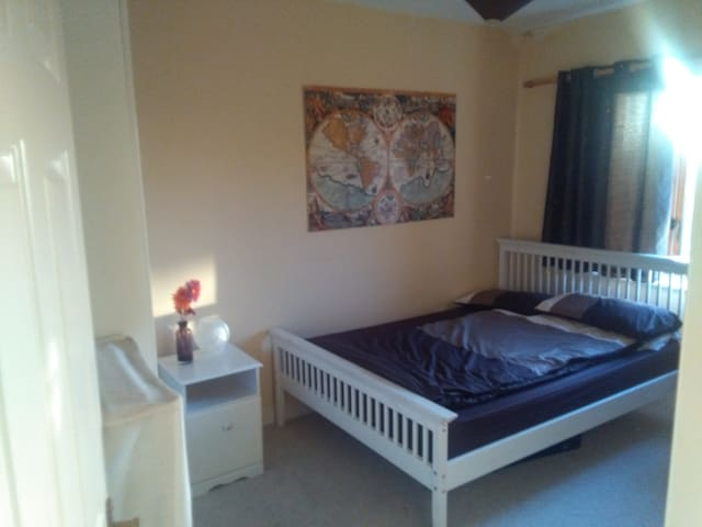 Private Bedroom, central & quiet