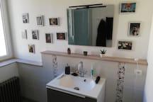 La salle de bain, avec une douche 90x90cm