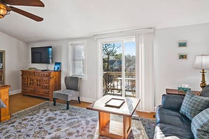 Master bedroom suite 3 blocks from the beach