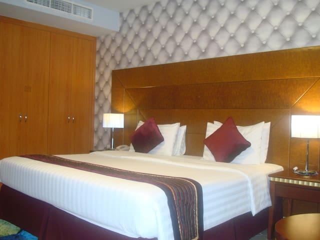 One Bedroom ALM3, Mankhool Area-Dubai