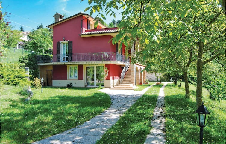 Holiday cottage with 5 bedrooms on 250m² in Apecchio PU