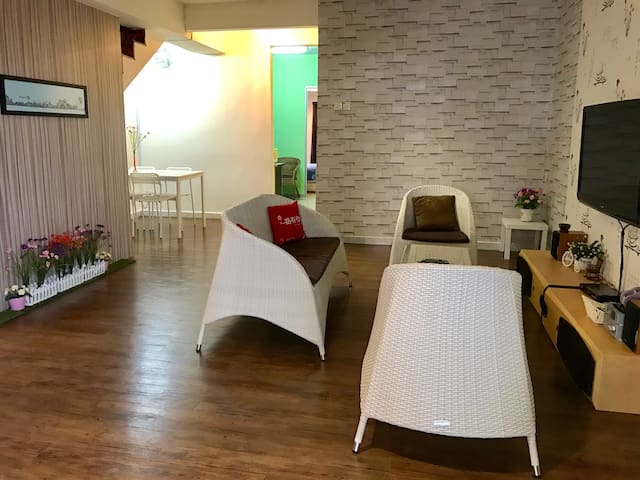 Residence Theme/5 rooms/ LRT/ Wifi - Puchong - House
