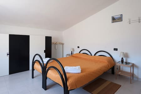 Beige Double Room, with common bathrooms - Compiano - Bed & Breakfast