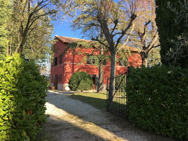 Family country house in Montefalco