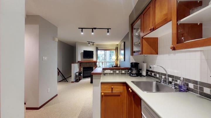 1BR w/ Private Rooftop Deck in Whistler Village