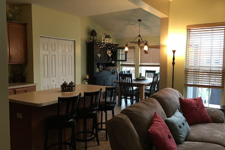 Beautiful townhouse close to Penn State - Bellefonte - 连栋住宅