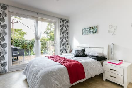 Bright double room with balcony  Belfast - Castlereagh - Casa