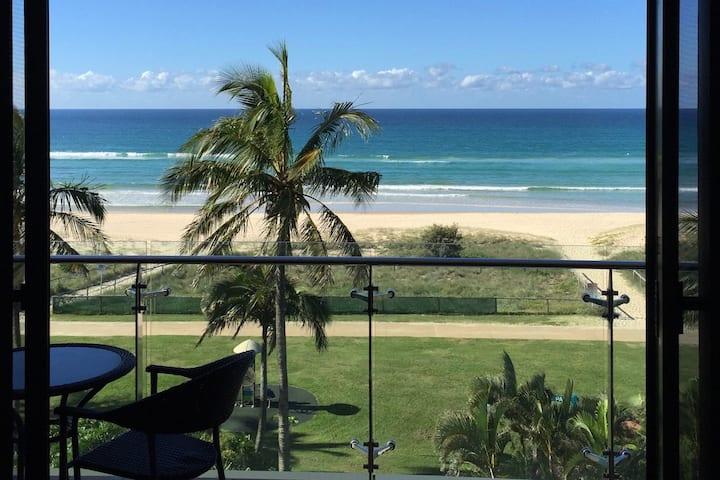 Absolute Beach Front Apartment ! Palm Beach Qld