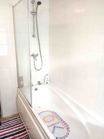 ⭐️One bedroom in a house at Tunstall :Free Parking