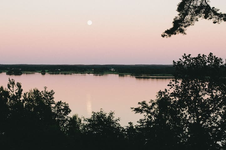 Lake cabin with amazing view