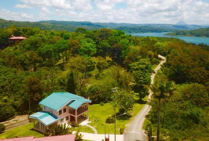 Casa Isabelita-WIFI, AC, Lake Views, & Wildlife