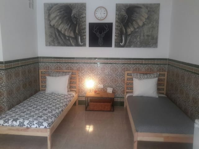 Room with 2 beds, private bathroom, private access - Maspalomas, Playa del Ingles - Hus