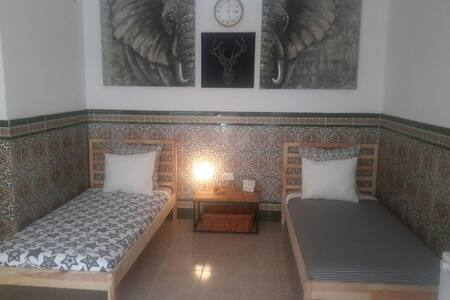 Room with 2 beds, private bathroom, private access - Playa del Ingles, españa - Talo