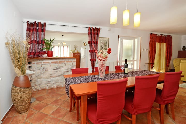 4 Stars Holiday Home Sonja-Poreč, 3 min from beach - Poreč - House