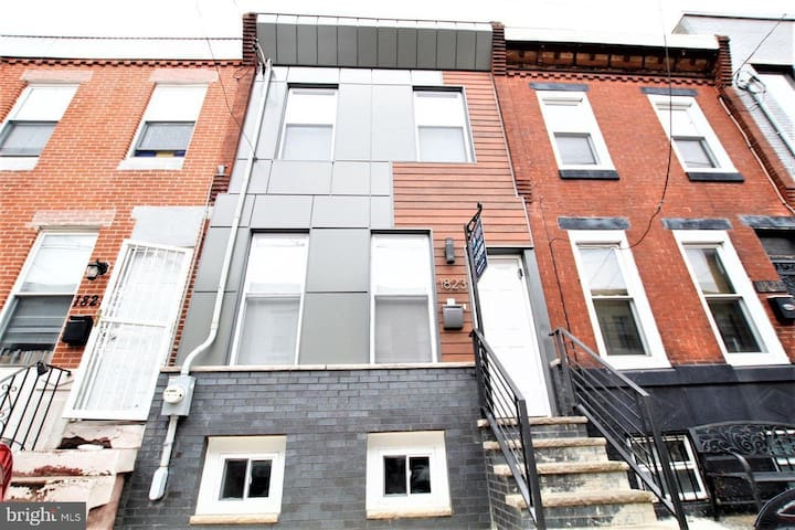 Point Breeze ~ Newbold Philly TownHome!