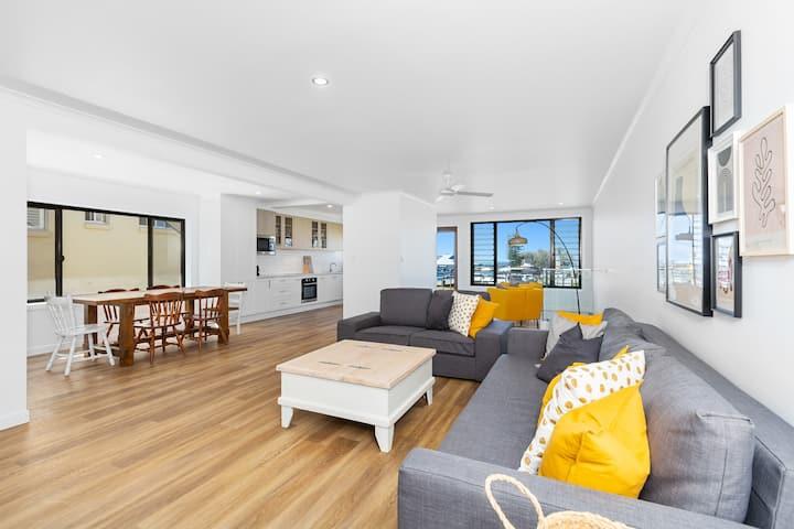 Villa Marina - 3 Bedroom Split Level Apartment