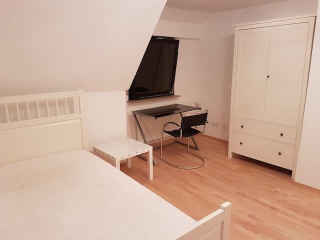 Wunderschönes Zimmer in Schorndorf -super zentral! - Schorndorf - Casa