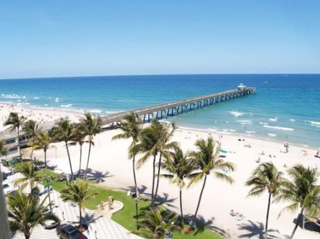 TOP Location Deerfield Bch , Walk to the sand.
