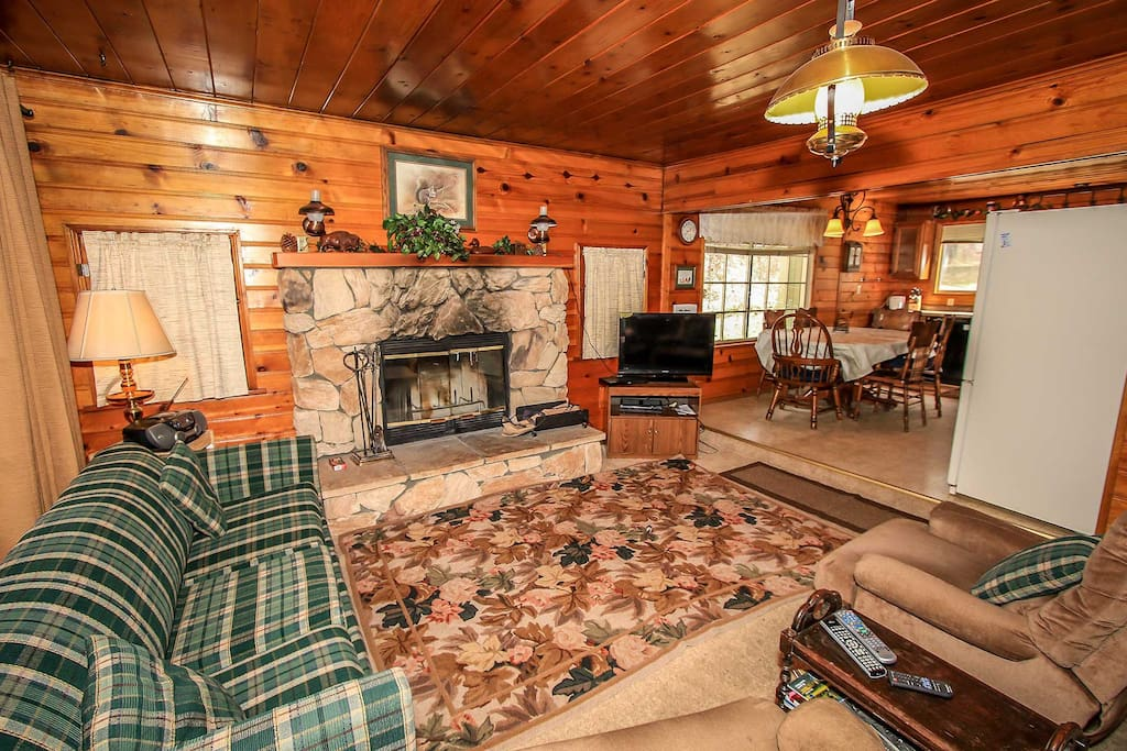 Fireplace,Hearth,Carpet,Home Decor,Couch
