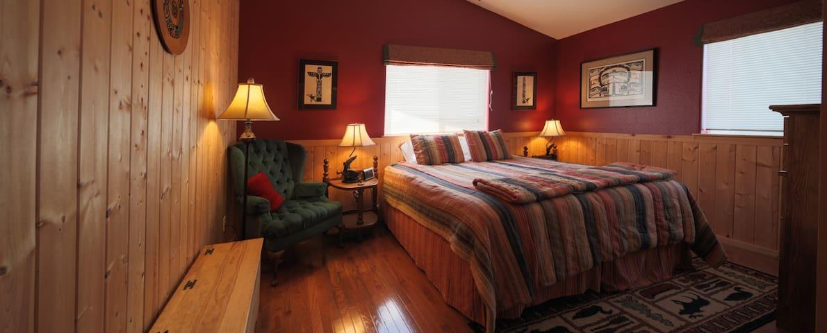 Charming Waterfront Inn - Red Herring Room