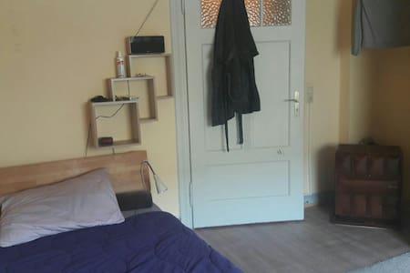 Nettes Zimmer in Aultbau Zentral ge - Trier - Wohnung