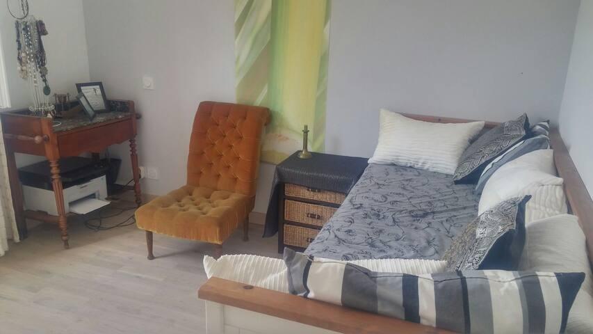 Chambre au calme - Pignan - House