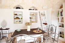 The dining room in the trullo.