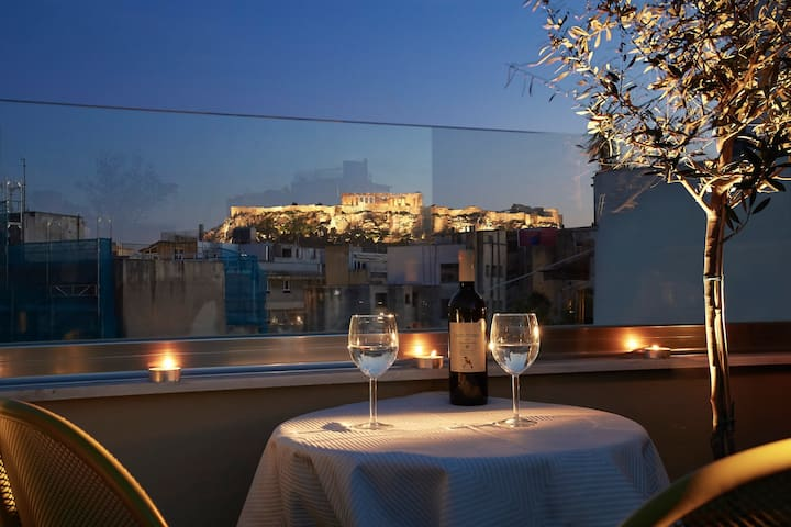 Be based near Acropolis, in an exquisite studio!