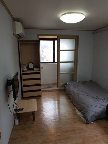 Studio 10mins from Byeongjeom subway station.