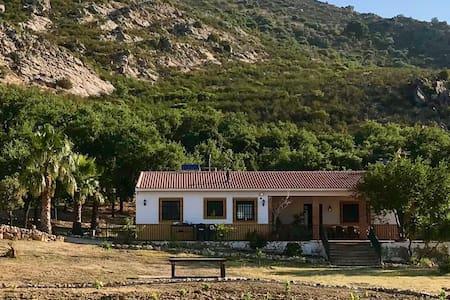 OASIS RURAL: Casa rural con piscina en C. Buey