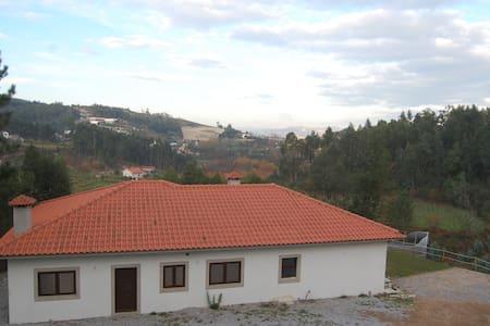 Casa de Sampaio - Vila Boa de Quires - Hus