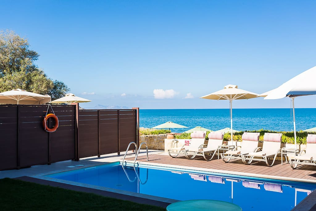 Iris-Unlimited sea views from the pool terrace!