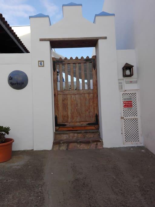 Entrada a la Burbuja. Entrance to the Bubble (house).
