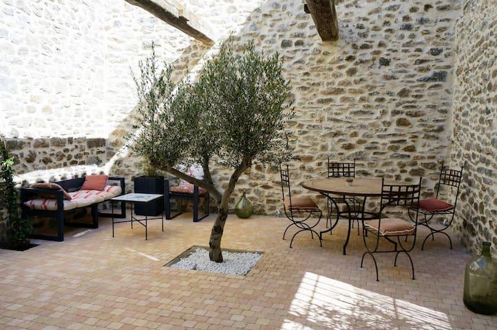 Charmante petite maison de village avec patio