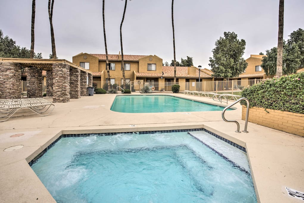 Make this charming vacation rental condo your home while visiting Phoenix!