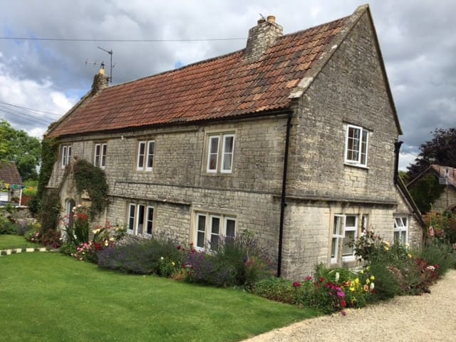 Beautiful wing of former farmhouse, close to Bath - Marksbury - Дом