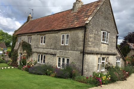 Farmhouse Wing at Lower Church Farmhouse near Bath - Marksbury