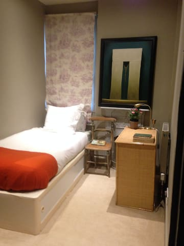 Sweet single room in cosy house close to common