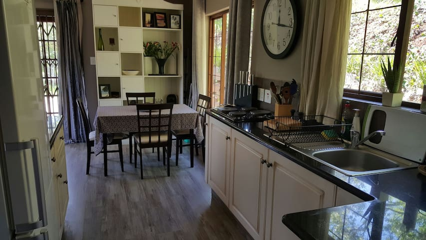 Karibu Cottage - Outer West Durban - Apartamento