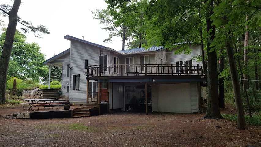 M. James' Two Lakes, a family friendly retreat. - Manistee - Ev
